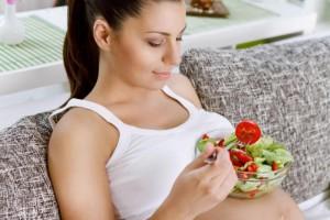Những loại thực phẩm nào phụ nữ mang thai cần tránh